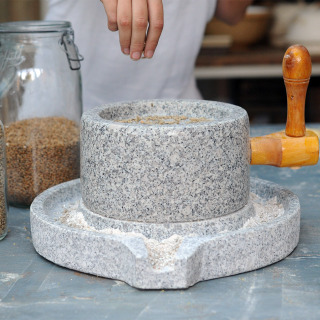 Granite Hand-Mill 22x35cm