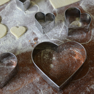 Professional Stainless Steel Pastry Cutters, Heart Shaped, Set of 9